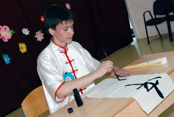 13 students contend in Ukrainian round of 4th 'Chinese Bridge' competition