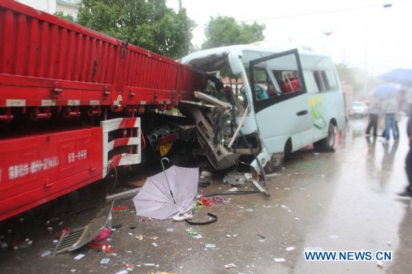 Road crash kills 6, injures 11 in east China