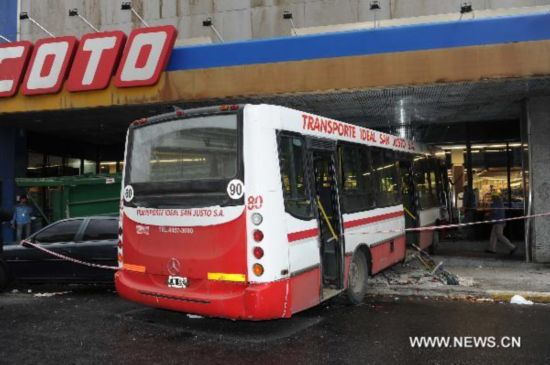 4 injured in bus accident in Buenos Aires