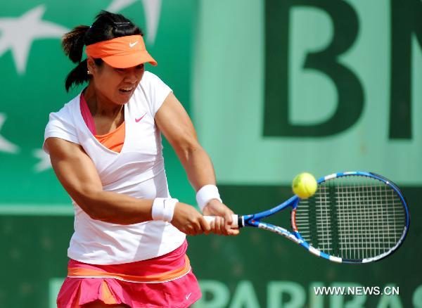 China's Li Na reaches second round at French Open