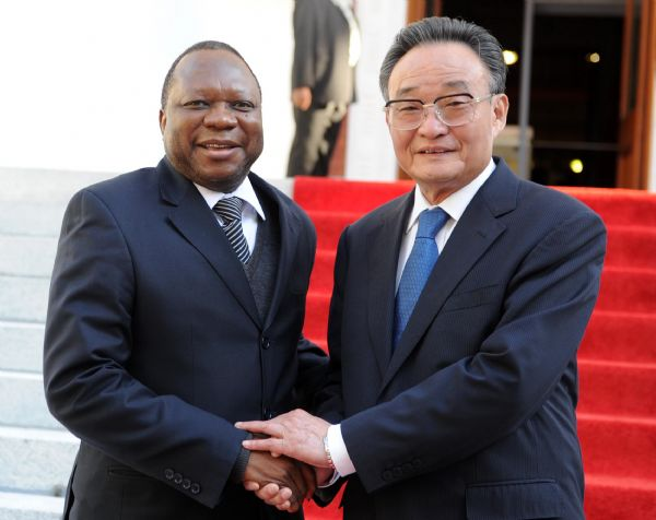 China invites South Africa to jointly develop clean, renewable energy