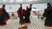 People dressed in ancient costumes worshipping Qu Yuan