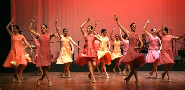 "Dancers of Cuban ballet group perform ""Viola"" in Doha, capital of Qatar"