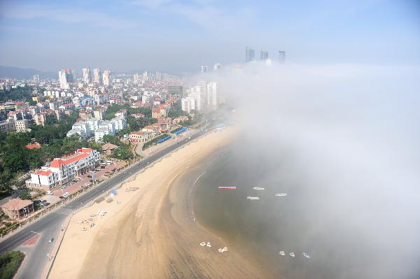 China's Yantai silk-like advection fog
