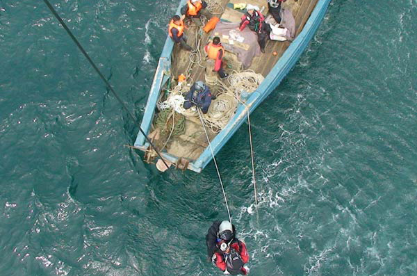 Thirteen sailors rescued after accident near E China coast