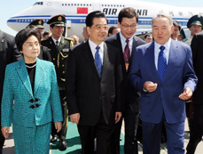 Chinese president arrives in Astana for visit, SCO summit