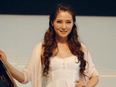 Models present on preview of 2011 Xi'an Int'l Auto Show