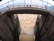 Fuchun River Reservior discharges water in E China