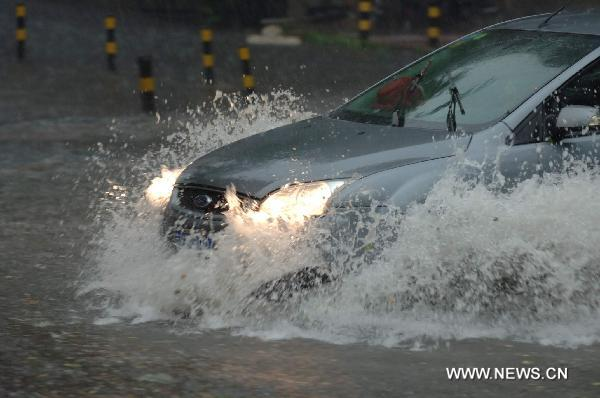 Rainstorms pound Chinese capital, disrupting traffic
