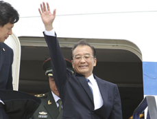 Chinese premier arrives in Hungary for visit