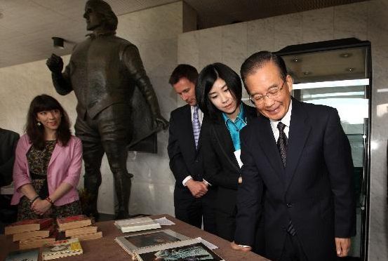 Premier Wen visits Shakespeare's birthplace