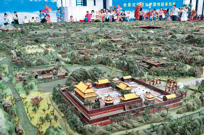 Stereoscopic sculpture displays full view of Yuan Ming Yuan