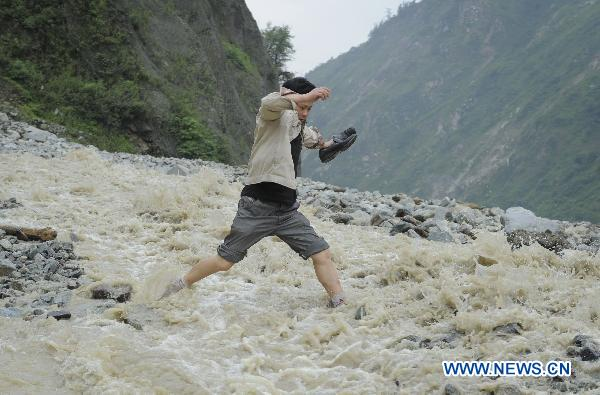 """Lifeline"" in Wenchuan earthquake now cut off by mudslides"