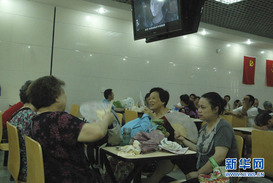 Chongqing opens air-raid shelters for residents to cool off