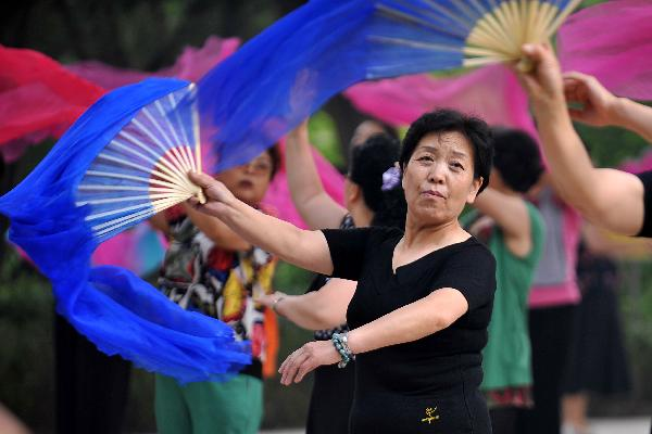 Senior citizens in Taiyuan go outdoors for exercises