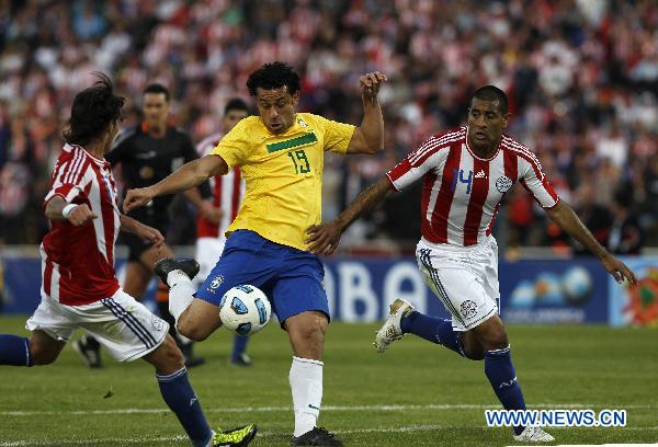 Brazil fights Paraguay at Copa America 2011