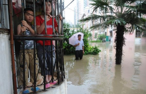 Heavy rain hit city in E China, causing waterlogging