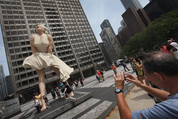 Marilyn Monroe sculpture unveiled in Chicago