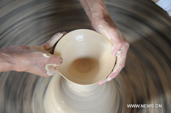 Porcelain-making art in Jingdezhen to bid for intangible cultural heritage