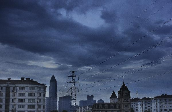 Typhoon Ma-on forces dark clouds over sky in Shaoxing, China's Zhejiang