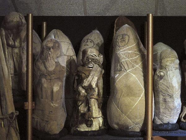 More than 200 mummies displayed in Peru
