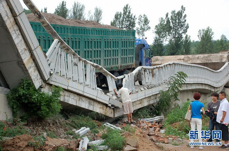 Overweight truck causes bridge collapse in Beijing