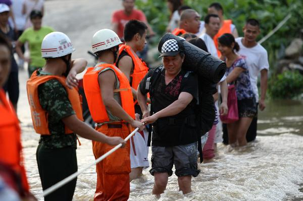 Unexpected downpours flood C. China's Hubei