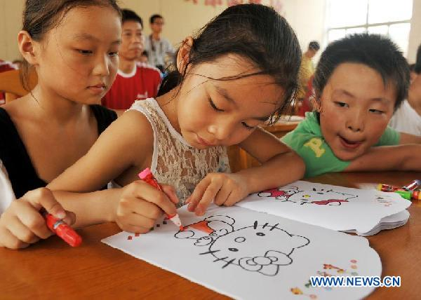 Free services provided for children of migrant workers at children's center in Jiangsu