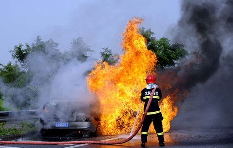 Car burns spontaneously in NE China