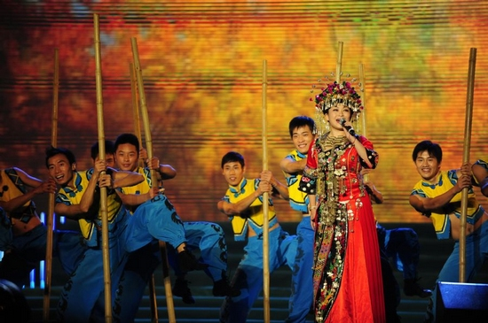 Singer Meng Qiu performs at the opening ceremony of the Second Ecological and Cultural Tourism Festival in Enshi Tujia and Miao Autonomous Prefecture, central China's Hubei Province, Sept. 26, 2011. (Xinhua/Hao Tongqian)