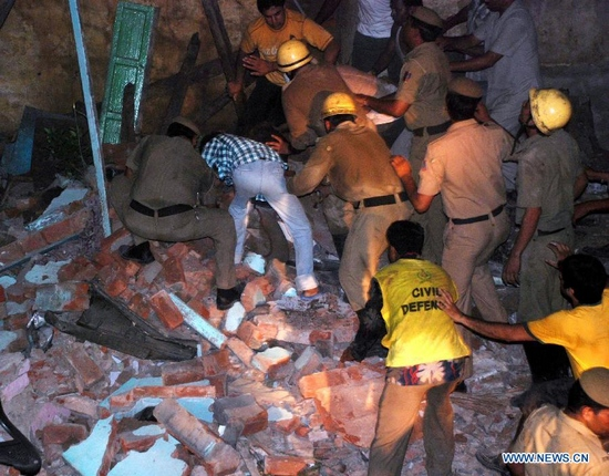 Rescue workers and local residents search for survivors after a building collapsed in old Delhi, India, Sept. 27, 2011. At least 10 people were killed and 35 injured when an old three-storey building collapsed. More than a dozen people are still feared trapped under the debris, police said. (Xinhua/Partha Sarkar)