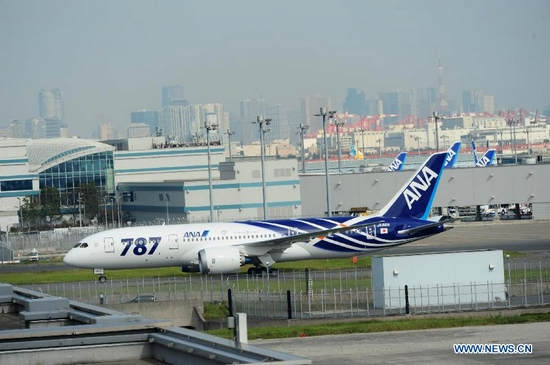 The world's first Boeing 787 Dreamliner for delivery arrives at Haneda airport in Tokyo, capital of Japan, on Sept. 28, 2011. The Boeing 787 Dreamliner, whose buyer is All Nippon Airways (ANA), will implement a flight of ANA on Oct. 26 from Tokyo's Narita Airport to Hong Kong in south China. (Xinhua/Ji Chunpeng)