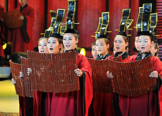 Actors perform during a dancing opera about Confucius (551-497BC), a Chinese thinker, educationist and philosopher, in Qufu, Confucius' hometown in east China's Shandong Province, Sept. 27, 2011. (Xinhua/Xu Suhui)