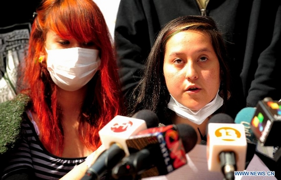 High school students Maura Roque (R) and Johanna Choapa (L) announce the end of hunger strike in Santiago, capital of Chile, on Sept. 28, 2011. The end of the strike took place to make way for a dialogue with the government, seeking to resolve the four-month crisis in the education sector. (Xinhua/Jorge Villegas)