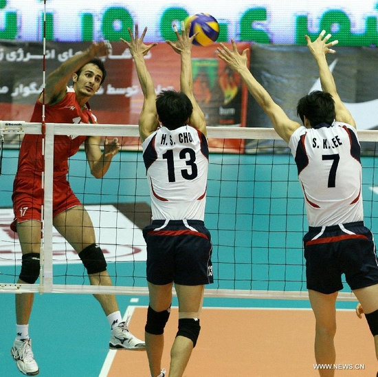 Arash Kamalvand (L) of Iran spikes the ball during the semifinal against South Korea at the 16th Asian Men's Volleyball Championship in Tehran, Iran, Sept. 28, 2011. Iran won 3-1 to advance to the final. (Xinhua/Ahmad Halabisaz)