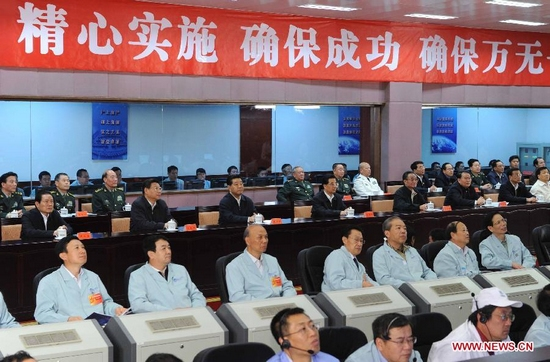 Chinese President Hu Jintao watches the launch of Tiangong-1 space lab module at Beijing Aerospace Control Center in Beijing, capital of China, Sept. 29, 2011. Other members of the Standing Committee of the Political Bureau of the Communist Party of China (CPC) Central Committee, including Wu Bangguo, Jia Qinglin, Li Changchun, Xi Jinping, Li Keqiang and Zhou Yongkang, are also present. (Xinhua/Rao Aimin)