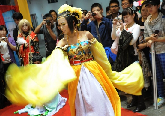 A coser performs in the third Western China Animation Comic Game (ACG) Festival in Chongqing Municipality, Sept. 29, 2011. The festival includes activities such as cosplay show, Hip-pop competition, forum and exhibitions. (Xinhua/Li Jian)