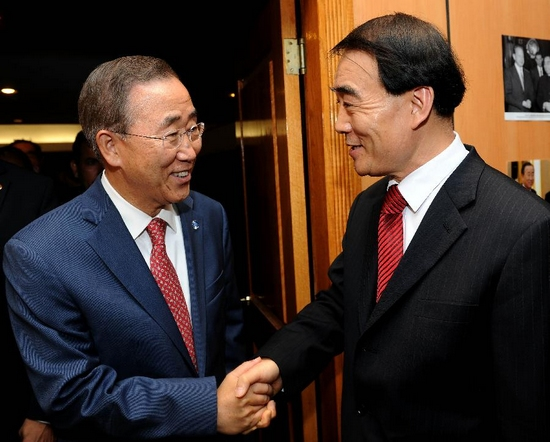 Chinese Permanent Representative to the United Nations Li Baodong (R) welcomes UN Secretary-General Ban Ki-moon in New York, the United States. Sept. 29, 2011. The Chinese permanent delegation to the UN held a reception on Thursday to celebrate the 62nd anniversary of the founding of the People's Republic of China and the 40th anniversary of China's returning to the UN. (Xinhua/Shen Hong)