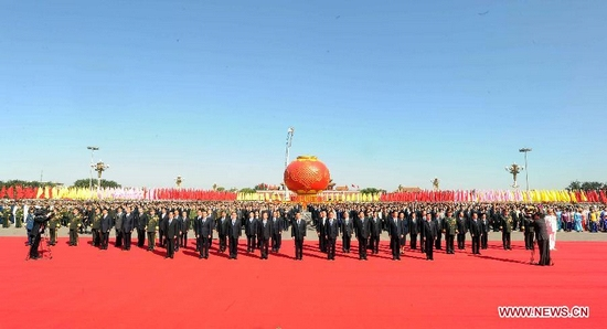 Chinese President Hu Jintao (C, front) and other members of the Standing Committee of the Political Bureau of the Communist Party of China (CPC) Central Committee, including Wu Bangguo, Wen Jiabao, Jia Qinglin, Li Changchun, Xi Jinping, Li Keqiang, He Guoqiang and Zhou Yongkang, walk towards the Monument to the People's Heroes in Tian'anmen Square of Beijing, capital of China, Oct. 1, 2011. China's top leaders laid flower baskets at the monument on Saturday morning to mark the 62th anniversary of the country's founding. (Xinhua/Li Tao)