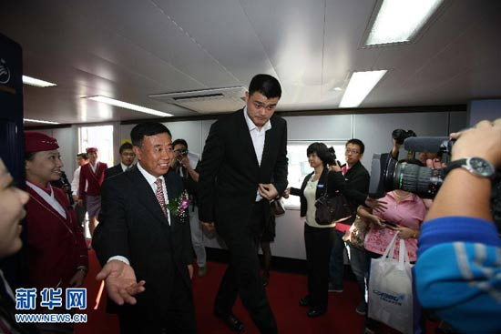 Yao Ming on board for A380's maiden flight - People's ...