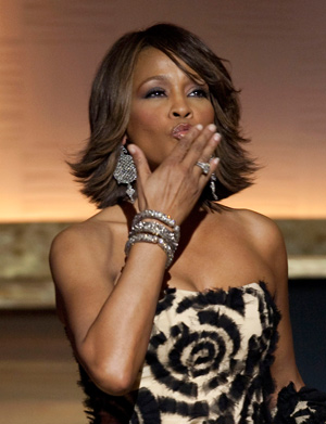 Whitney Houston blows a kiss to the audience at the BET Honors Awards in Washington, DC Jan. 17, 2009.(Xinhua/Reuters,File Photo)