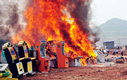 Policemen destroy some 1000 gambling machines