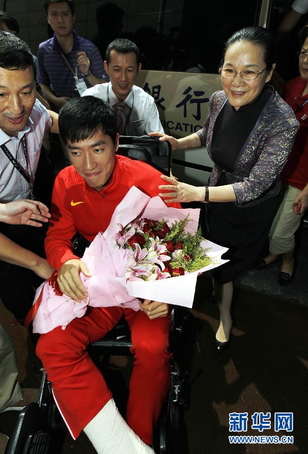 Liu Xiang's return welcomed by applause (2)