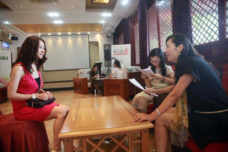 Interview of female guests of the second season of CECS party is held in Beijing on Aug. 19, 2012. (Xiao Chen/CFP)