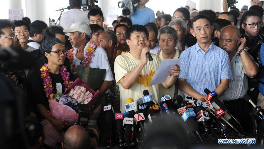 Chinese activists who were illegally detained by Japan meet the media at Tsim Sha Tsui Ferry Pier after returning to south China's Hong Kong, Aug. 22, 2012. The seven Chinese activists illegally detained by Japan for landing on the Diaoyu Islands returned to Hong Kong on Wednesday afternoon. (Xinhua/Lui Siu Wai)