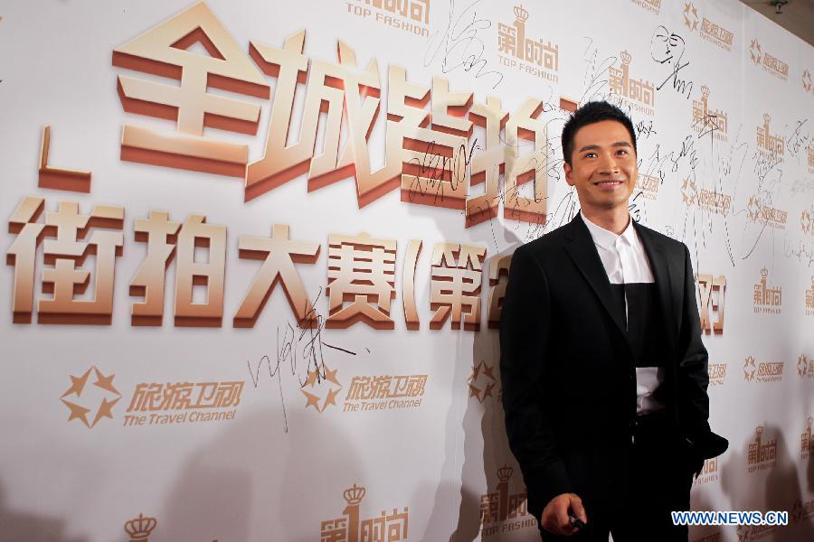 Actor He Shengming attends the opening ceremony of the 2nd Street Snap Competition in Beijing, capital of China, Sept. 3, 2012. The competition, which will last for two months, opened in the Ritz-Carlton Hotel on Monday evening. (Xinhua/Zheng Huansong)