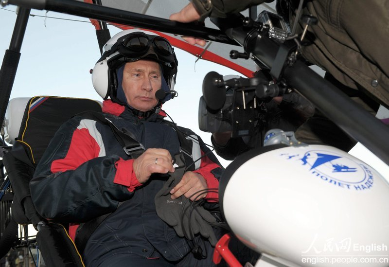 Russian President Vladimir Putin is seen in a motorized hand glider at the Kushevat ornithological station in Russia, Sep. 05 2012, as he takes part in a scientific project as part of the 'Flight of Hope' aiming to preserve Red Book crane species by showing the young birds their flying route. (Photo/CFP)