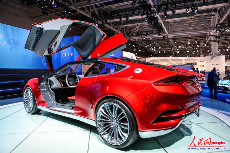 Moscow International Automobile Salon brings the demonstrations of 14 global brands, 18 European brands and 70 Russian brands to the local visitors, and 28 concept cars including hybrid vehicles and electric vehicles are the highlights of the show. (Photo/People's Daily Online)
