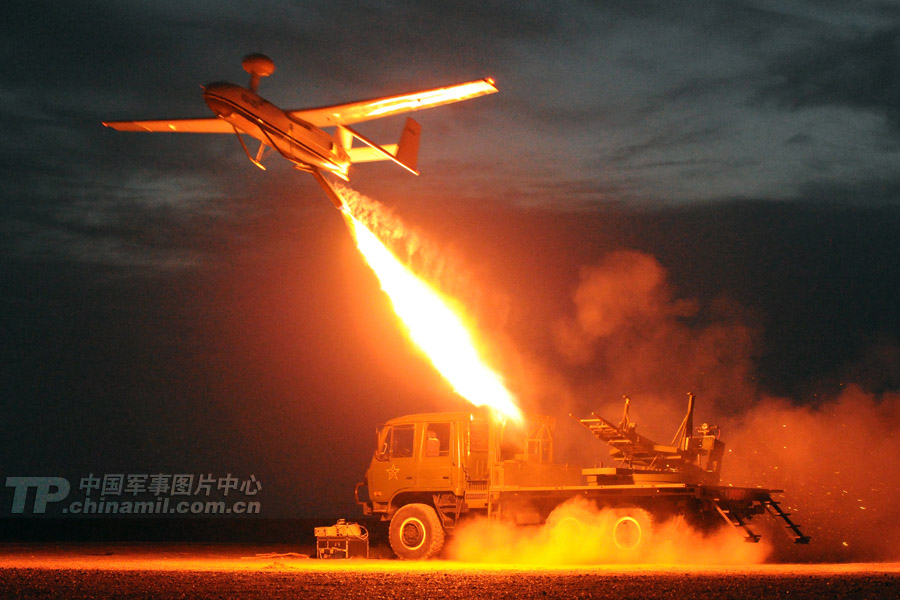 On August 28, an artillery troop unit of the Guangzhou Military Area Command of the Chinese People's Liberation Army successfully concluded an actual-combat drill with new-type equipment in northwest desert.(China Military Online)