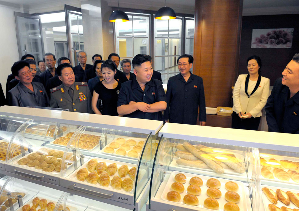 North Korea's top leader Kim Jong Un and his wife Ri Sol Ju visit Haemaji Restaurant before its opening to business, according to the country's official news agency KCNA's report on Aug. 30. (Xinhua/KCNA)
